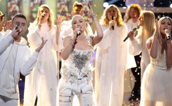 Gwen Stefani Performs 'Fix You' By Coldplay!