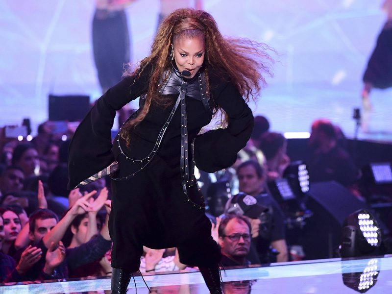 Janet Jackson Performs at the EMAs, Receives Global ICON Award!