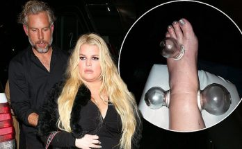 Pregnant Jessica Simpson Attends Sister Ashlee's Concert