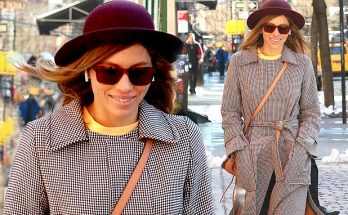 Jessica Biel Walks Around New York City ALONE!