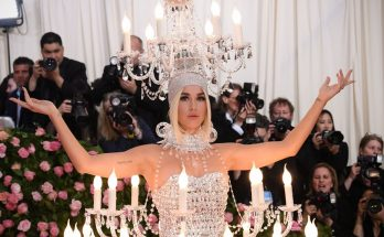 HORRIBLE: Katy Perry Dresses as a Chandelier to the Met Ball 2019!
