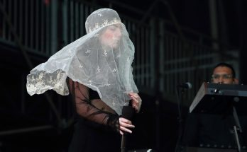 LORDE Covers Her Head With a Veil During Governor's Ball