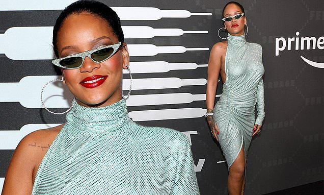 Rihanna Puts on a Performance For SAVAGE x Fenty Show at New York Fashion Week