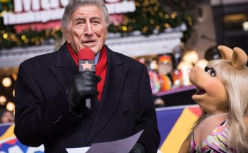 WHAT A MUPPET: 90-year-old Tony Bennett Needs Help From Ms Piggy As He FALLS on Macy's Thanksgiving Float